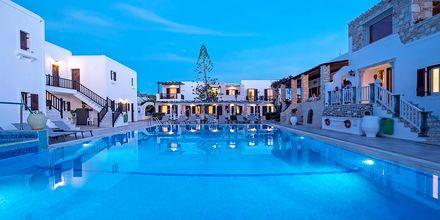 Poolen på Hotel Contaratos Beach på Paros i Grækenland.