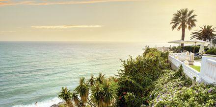 Nerja tilbyder mange skønne strande for den, som vil slappe af og bade på ferien.