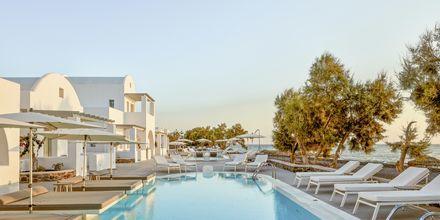 Pool på Costa Grand Resort & Spa i Kamari på Santorini