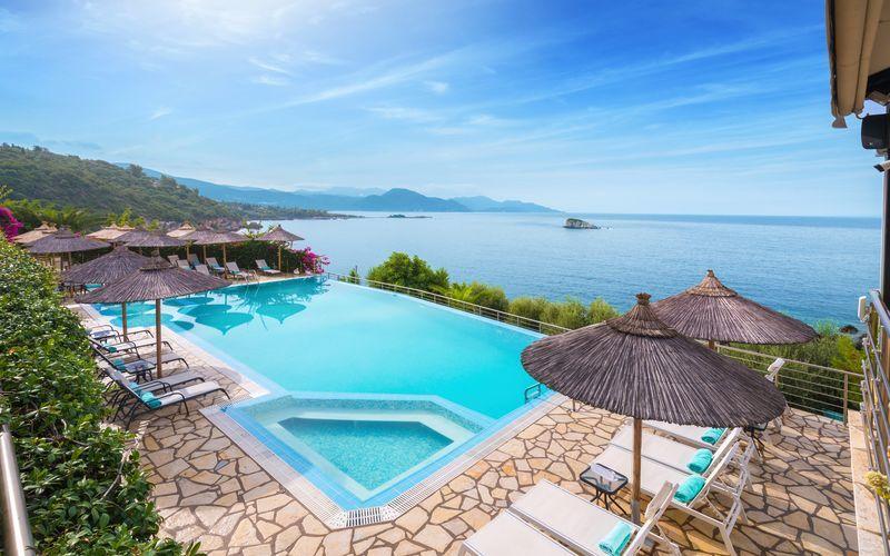 Pool på hotel Costa Smeralda, Sivota i Grækenland.