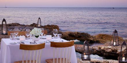 Middag ved stranden på Hotel Creta Maris Beach Resort på Kreta, Grækenland.