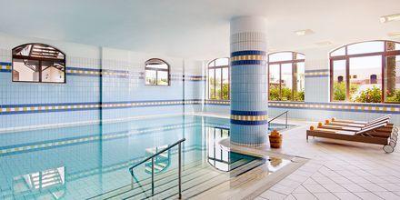 Indendørs pool på Hotel Creta Maris Beach Resort på Kreta, Grækenland.