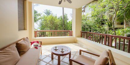 Deluxe-værelse på Hotel Crown Lanta Resort & Spa på Koh Lanta, Thailand.