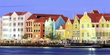 Aften i Willemstad - her venter restauranter, barer og underholdning, Curacao.