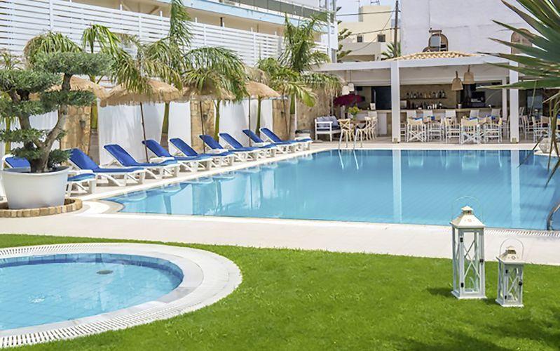 Poolen på Hotel Danaides i Malia, Kreta.