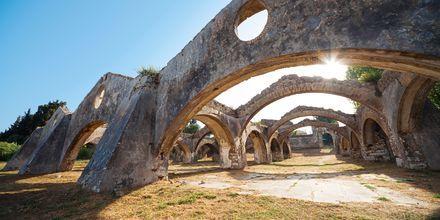 Ruinerne af et venetiansk skibsvrag fra 1700-tallet i Gouvia.