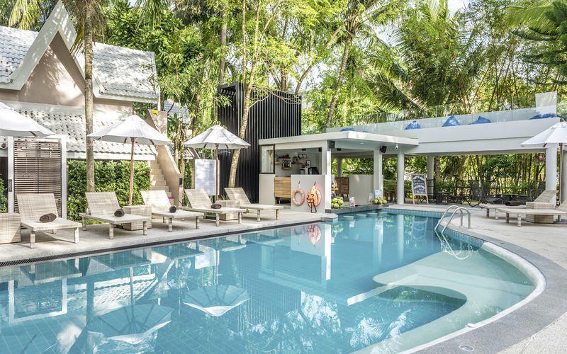 Poolen på Deevana Krabi Resort, Thailand.