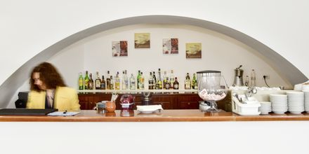 Bar på Hotel Delfini i Saranda i Albanien.