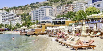 Stranden ved Hotel Demi i Saranda, Albanien.