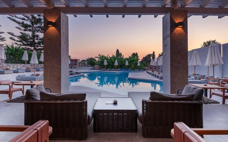 Poolbaren på Hotel Diamond Boutique i Lambi på Kos, Grækenland.