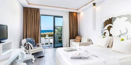 Deluxe-værelse på Hotel Diamond Deluxe Hotel & Spa i Lambi på Kos, Grækenland.