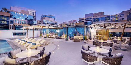 Poolbaren Bay Cluc på Doubletree by Hilton Business Bay