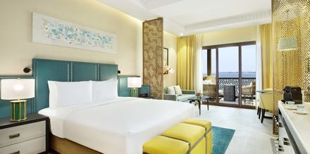 Club-værelser på hotel Doubletree by Hilton Marjan Island i Ras al Khaimah, De Forenede Arabiske Emirater.