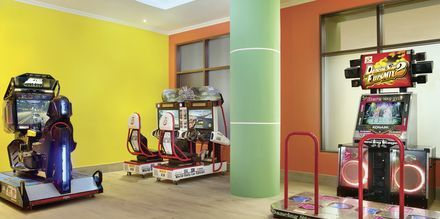 Arcade på hotel Doubletree by Hilton Marjan Island i Ras al Khaimah, De Forenede Arabiske Emirater.