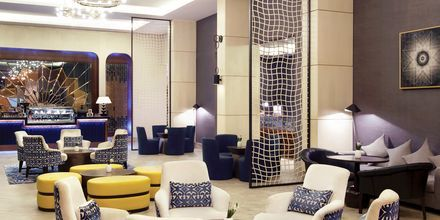 Lobby på hotel Doubletree by Hilton Marjan Island i Ras al Khaimah.