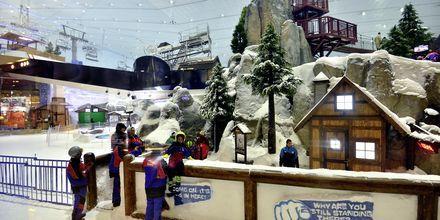 Ski Dubai med skiskole i Mall of the Emirates, De Forenede Arabiske Emirater.
