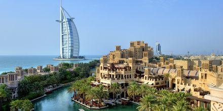 Madinat og Burj Al Arab i Dubai Jumeirah Beach, De Forenede Arabiske Emirater.