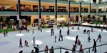 Skøjtebanen i shoppingcentret Dubai Mall i De Forenede Arabiske Emirater.