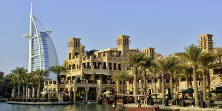 Burj Al Arab og Madinat i Dubai Jumeirah Beach, De Forenede Arabiske Emirater.