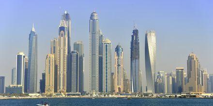 Dubai ligger ca. 55 min væk, De Forenede Arabiske Emirater.