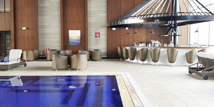 Indendørs pool på Hotel Dukes The Palm på Dubai Palm Jumeirah