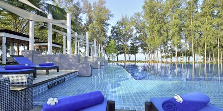 Poolområde på Hotel Dusit Thani Beach Resort i Klong Muang på Krabi, Thailand.