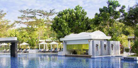 Poolområdet på Hotel Dusit Thani Beach Resort i Klong Muang på Krabi, Thailand.