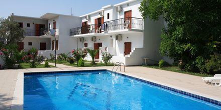 Poolområde på Hotel Ekaterini Studios på Skiathos, Grækenland