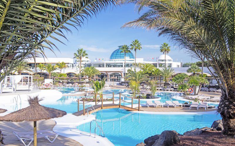 Poolområde på Elba Lanzarote Royal Village Resort, Lanzarote.