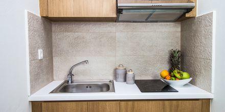 Køkken i lejlighed på Hotel Elia i Kato Stalos på Kreta, Grækenland.