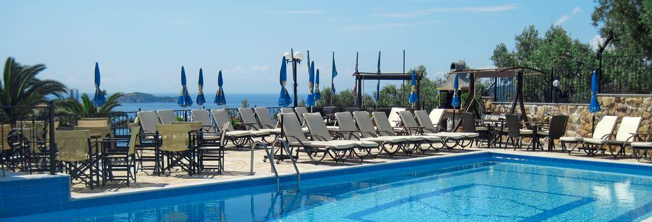 Poolområdet på hotel Elias i Megali Ammos på Skiathos, Grækenland.