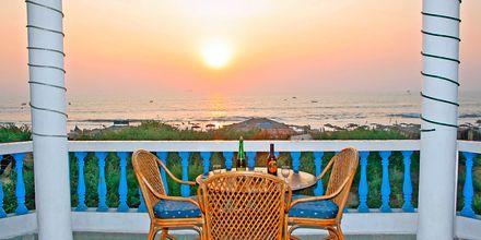 Solnedgang på Hotel Empire Beach Resort i Det Nordlige Goa, Indien.