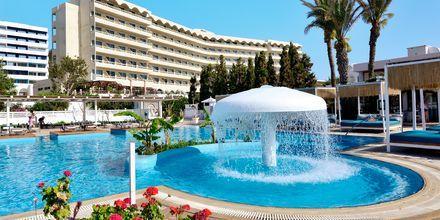 Poolområde på hotel Epsilon på Rhodos, Grækenland.