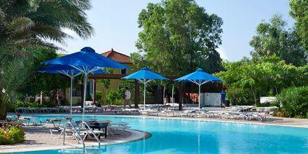 Poolområde på Esperides Beach Family Hotel på Rhodos, Grækenland.