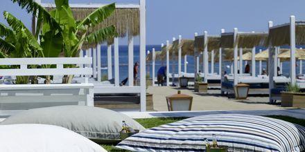 Stranden ved Hotel Esperos Village Blue & Spa på Rhodos, Grækenland