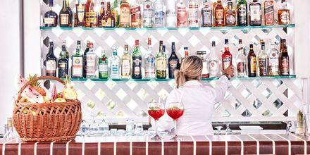 Bar på Hotel Esperos Village Blue & Spa.