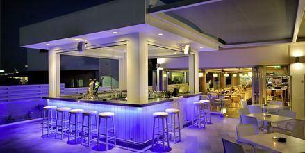 Poolbaren på Hotel EuroNapa i Ayia Napa, Cypern.