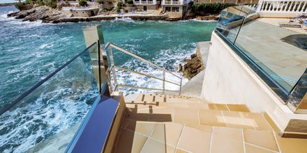 Trapper ned til Hotel Europe Playa Marina på Mallorca, Spanien.