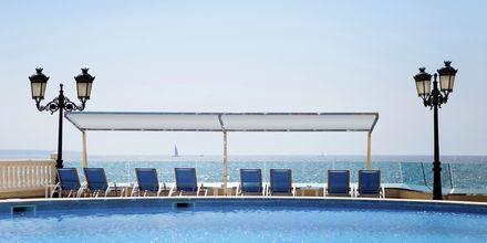 Poolområde på Hotel Europe Playa Marina på Mallorca, Spanien.