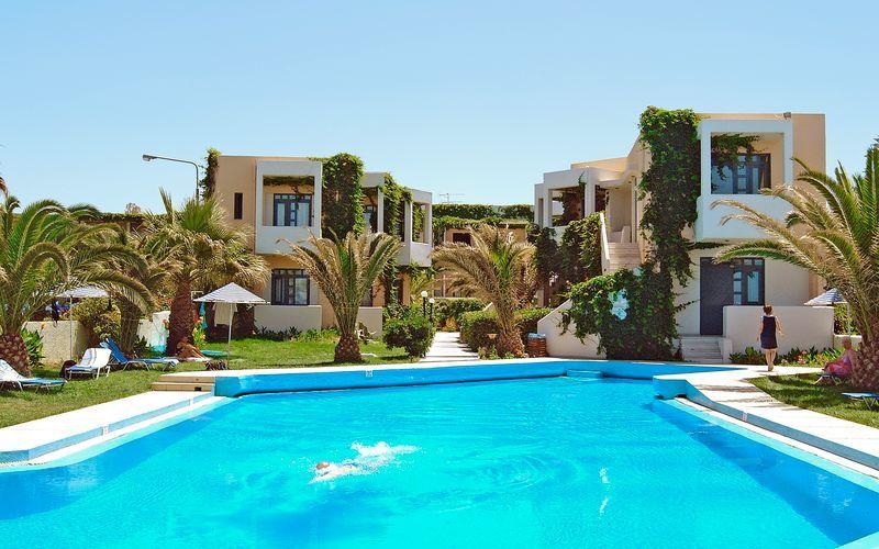 Pool på Eva Bay på Kreta