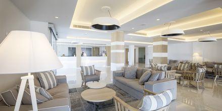 Lobby på Hotel Evalena Beach i Fig Tree Bay, Cypern.