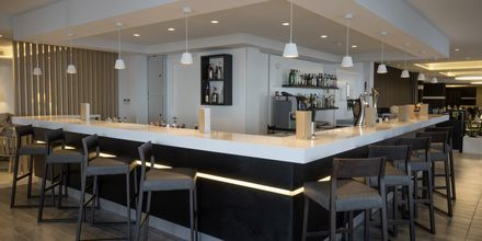 Bar på Hotel Evalena Beach i Fig Tree Bay, Cypern.