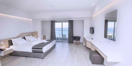 Superior-værelse på Hotel Evalena Beach i Fig Tree Bay, Cypern.