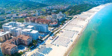 Stranden ved Hotel Fafa Grand Blue i Durres Riviera i Albanien.