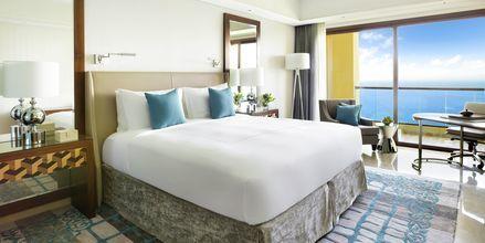 Deluxe-værelse på Fairmont Ajman, De Forenede Arabiske Emirater.