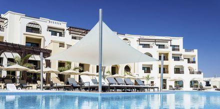 Poolområdet på Fanar Hotel & Residences i Salalah, Oman.