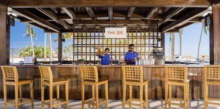 Poolbar på Fanar Hotel & Residences i Salalah, Oman.