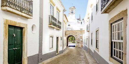 Stræfe i Faros gamle by.
