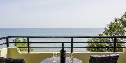 3-værelses lejlighed med med havudsigt på hotel Faros i Kato Stalos, Kreta