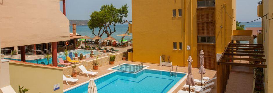 Poolen på hotel Faros i Kato Stalos, Kreta